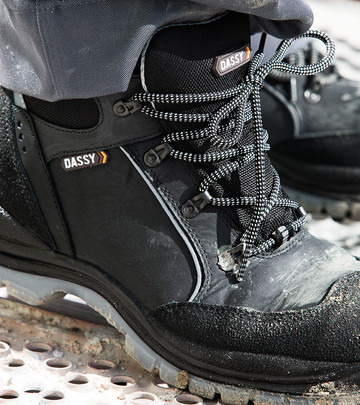 S1P + S3 safety shoes.