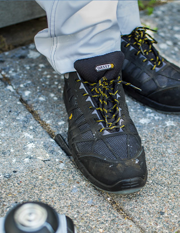 DASSY   	Safety shoes
