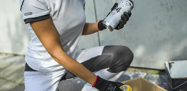 DASSY   	Thanks to the new painters' edition of our D-FX FLEX workwear, professionals wearing white on the job can now benefit from sturdy workwear with stretch and pockets specifically tailored to their profession.